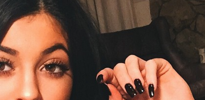 cropped-kylie-jenner-makeup-tutorial.png