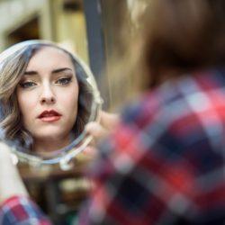 La parapharmacie contre le maquillage de magasin: quel est le meilleur?