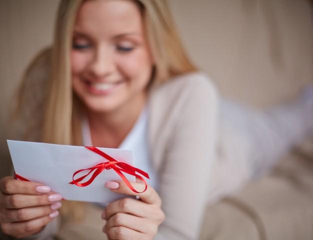 Fêtes de fin d'année : quelle est l'histoire de la carte de vœux ?
