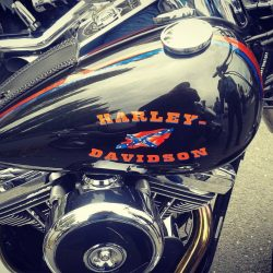 Coucou les filles ! Journée motos. C'est tellement les Harley :) #photoftheday #photography #photographer  #moto #harleydavidson #harley #rock  #love #instalike #bestoftheday #swag