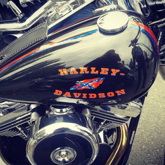 Coucou les filles ! Journe motos Cest tellement les Harleyhellip