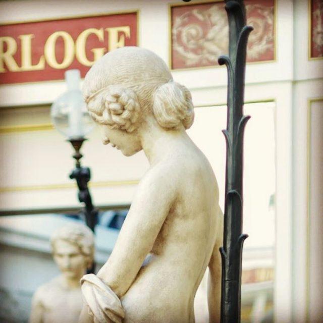 Elle est trop belle cette statue  Photographe Bernard Moreauhellip
