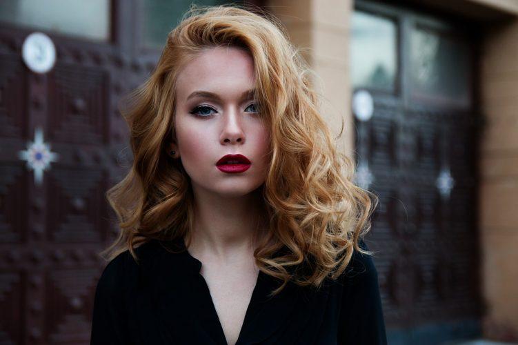 Pourquoi les femmes se maquillent ?