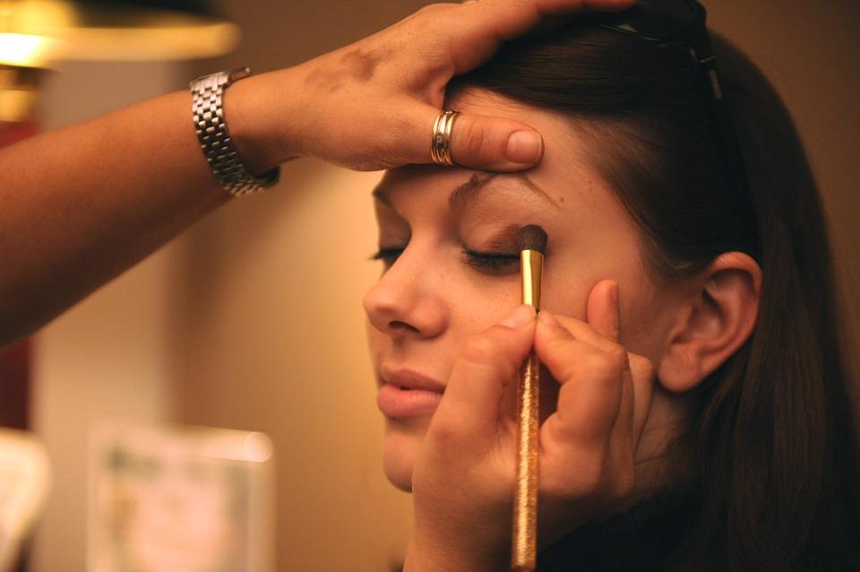 makeup-677200_960_720