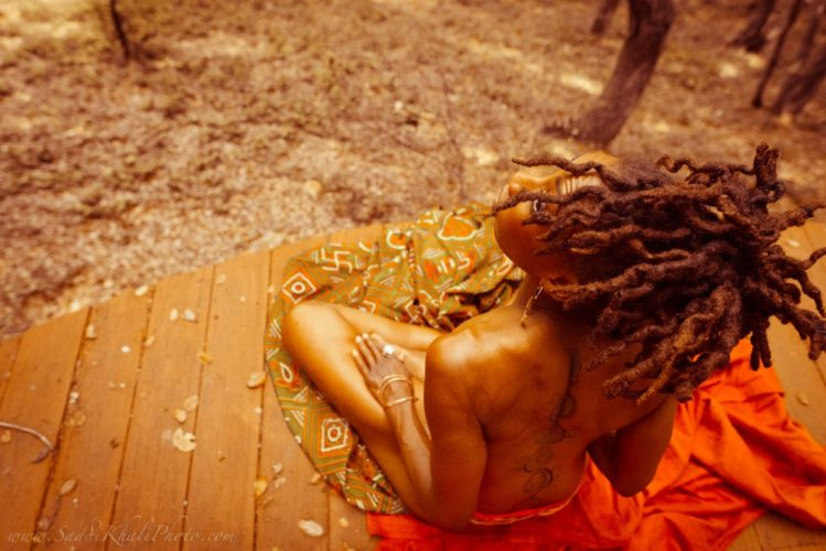 Beauté noire : le projet « decolonizingthebeauty » doit faire face à la grossophobie !