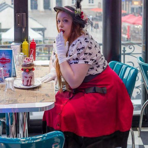 Femme ronde : laissez-moi manger tranquille… Clichés sur les gros !