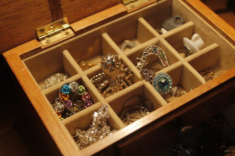 Les bracelets : c'est aussi pour les femmes rondes ! Gros poignets... Et alors ?