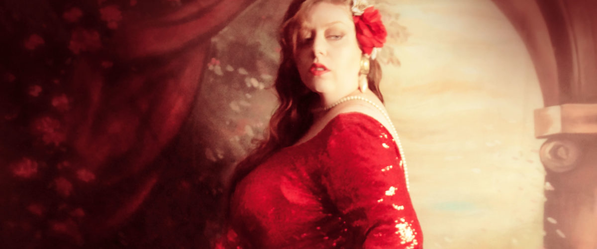 Femmes rondes : soyez glamour, portez une robe à dos nu !