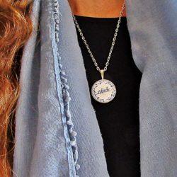 Tendance : un collier qui porte son nom pour Noël !