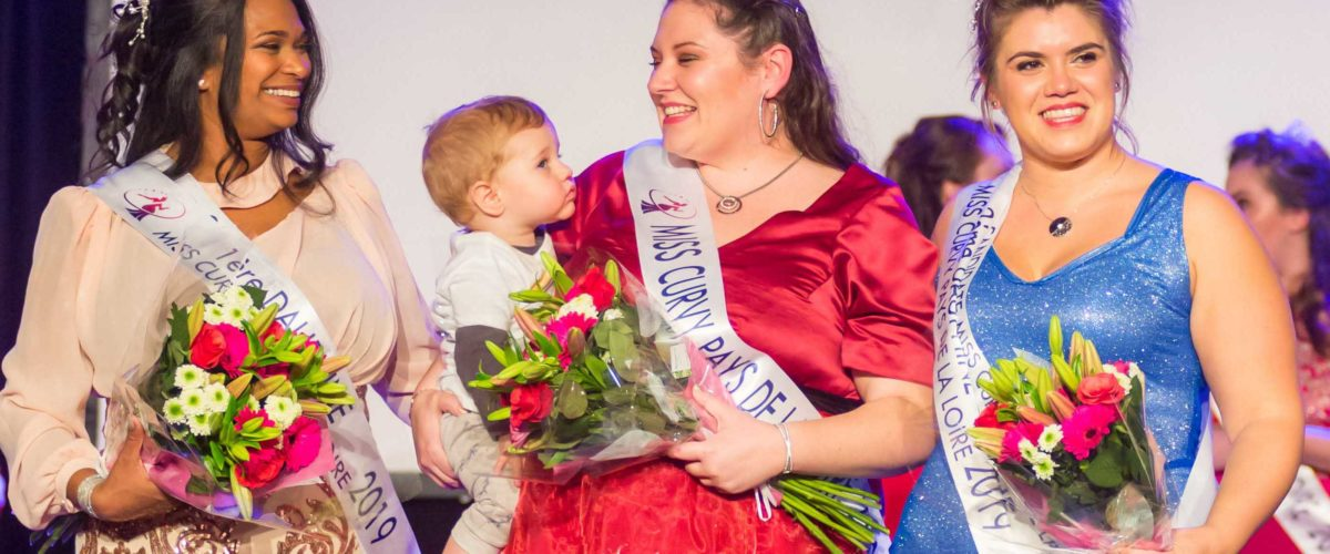 Pour la beauté des courbes. Rencontre avec Sophie Cochez Miss Curvy Pays de la Loire 2019. Une maman vise le titre de Miss Curvy France.
