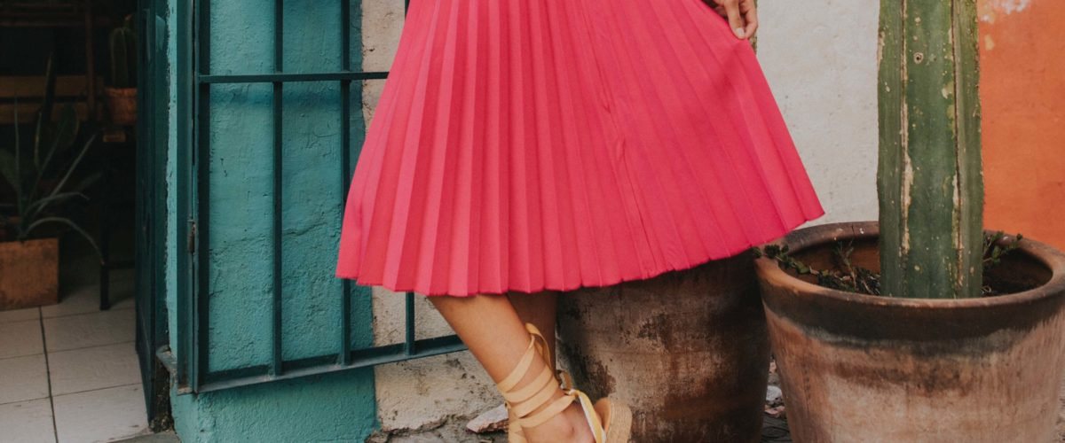 Comment prendre soin de sa jupe plissée, la meilleure amie des femmes rondes?