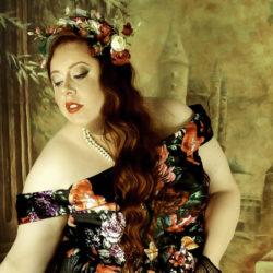 Une femme ronde peut aussi devenir une princesse ! Adopter un look d'impératrice grande taille, inspiré de Romy Schneider.