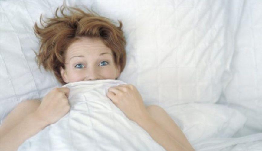Coucher le premier soir : bonne ou mauvaise idée ?
