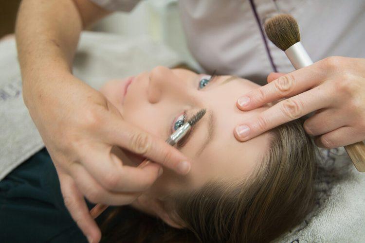 Newpharma : Pourquoi faut-il acheter son maquillage et ses soins beauté en parapharmacie ?