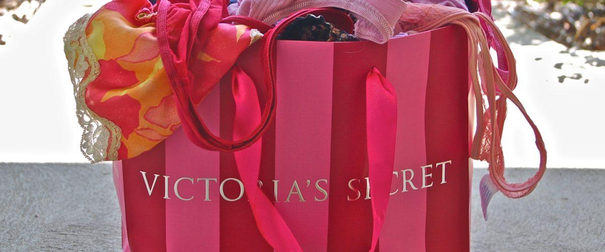 """La marque Victoria's Secret dans la tourmente. Jugée pas assez """"inclusive"""", elle annule son défilé annuel."""