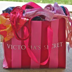 La marque Victoria's Secret dans la tourmente. Jugée pas assez «inclusive», elle annule son défilé annuel.