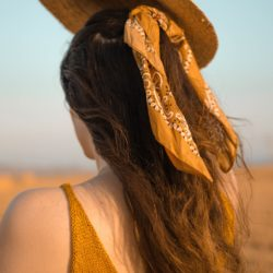 Cheveux : quels accessoires pour un look vintage ?