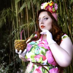Grande taille : adopter le look tiki, inspiré de Carmen Miranda pour un été exotique !