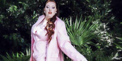 Grande taille : adopter un look «costume-tailleur», inspiré de Yves Saint Laurent, pour un style 100% British !