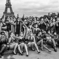 Bodypositive «The All Sizes Catwalk» : les femmes défilent au pied de la tour Eiffel pour plus de diversité dans la mode.