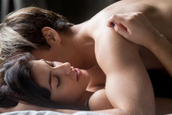 Clichés : les femmes rondes sont-elles douées au lit ?